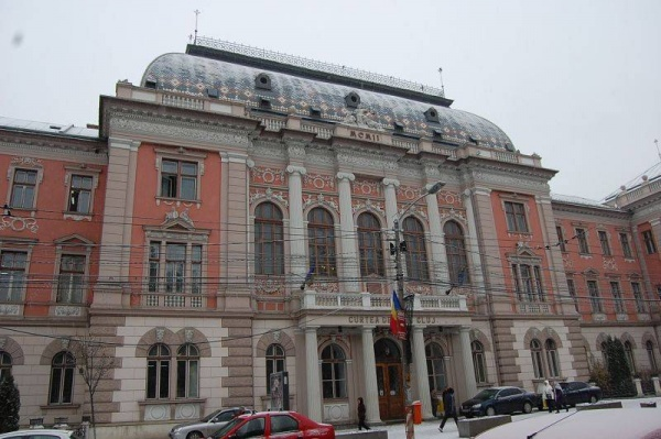 Caracatița corupției în Sălaj și Cluj: Un judecător, fratele unui deputat, oameni de afaceri, un inspector școlar și polițiști