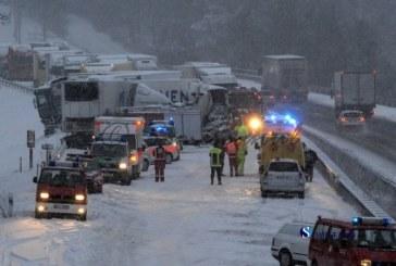 FOTO Un autocar din Romania implicat intr-un accident in Germania soldat cu un mort si 15 raniti