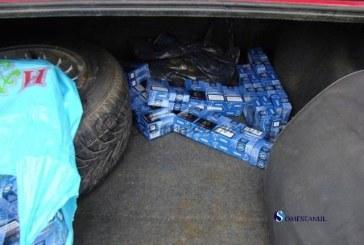 Prins cu țigări de contrabandă în mașină