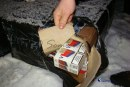 Peste 20.000 de ţigarete netimbrate descoperite în bagajele unui bărbat din Turda, confiscate de poliţiştii bihoreni