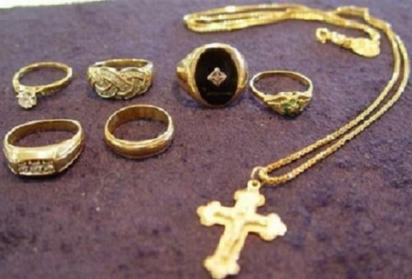 bijuterii aur furate