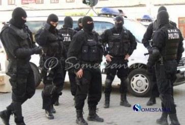 Doi bărbați din Câmpia Turzii arestați, după ce au bătut agenții de pază a unui local – VIDEO