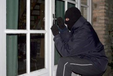 Au lăsat locuința neasigurată și AU FOST FURAȚI