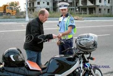 Mopedist prins de polițiștii Gherleni conducând un moped neînregistrat și fără permis de conducere