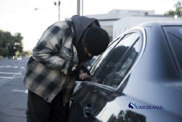 O poșetă lăsată la vedere într-un autoturism l-a tentat pe un băimărean care a spart geamul portierei și a furat-o