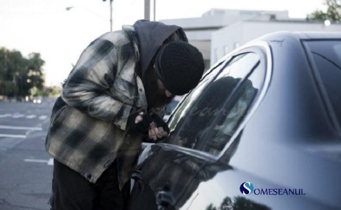 Tânăr reținut de polițiștii clujeni, după ce a furat un laptop, dintr-o mașină parcată