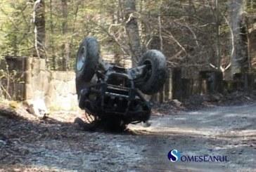 Doi tineri răniți după ce s-au răsturnat cu un ATV. Șoferul nu avea permis de conducere