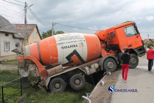 accident feroviar betoniera