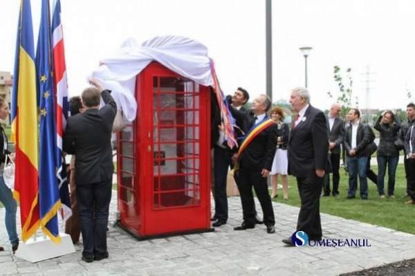 clujenii-au-o-cabina-telefonica-londoneza-