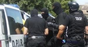 perchezitii_cu_mascati_politisti