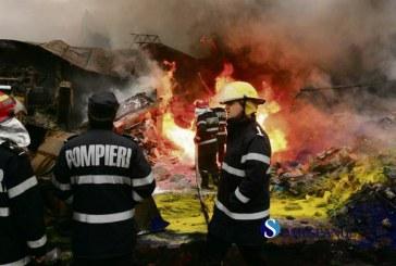 Nouasprezece pompieri au decedat intr-un incendiu