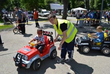 Poliţiştii clujeni au fost alături de cei mici în Orăşelul Copiilor