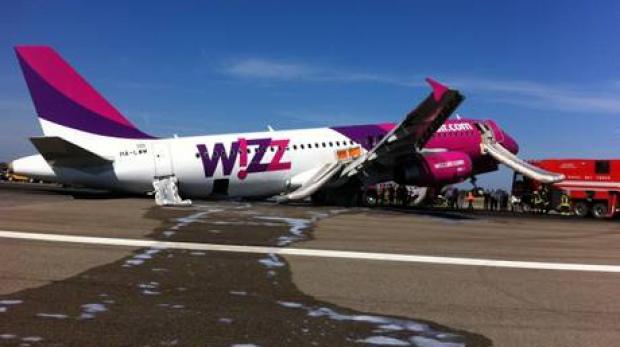 FOTO/VIDEO | Aterizare de urgenta a unui avion Wizz Air la Roma.Trei persoane au fost ranite