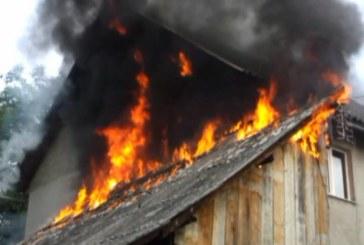 Adăpost de animale făcut scrum la Borșa. Incendiul a afectat și alte imobile