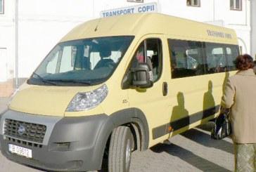 S-a IZBIT VIOLENT de un microbuz care transporta ELEVI