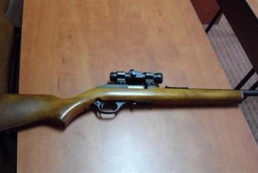 Atac armat la Zagra. A tăbărât peste om în casă, cu arma de foc după el