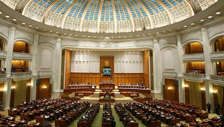La loc comanda: Comisia juridică a Senatului a exceptat de la grațiere luarea de mită, traficul de influență, darea de mită și cumpărarea de influență