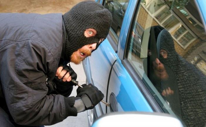 Trei furturi din autoturisme soluţionate de poliţiştii de investigaţii criminale