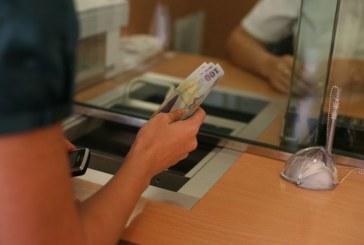 O româncă a obținut în instanță recalcularea creditului la cursul francului elvețian de la momentul luării împrumutului