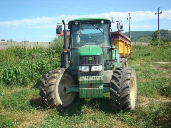 tractorF