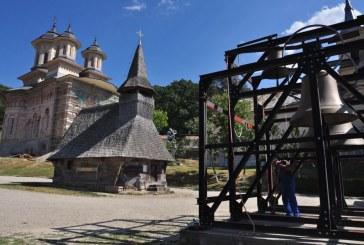 Zeci de mii de pelerini vor asista la slujbele de la Mănăstirea Nicula
