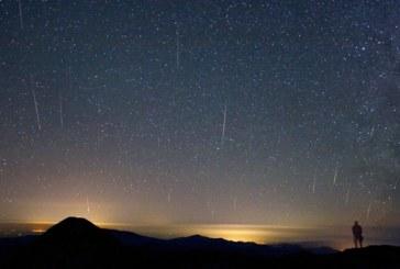 Spectacol pe cer: Superluna și ploaie de meteori în weekend