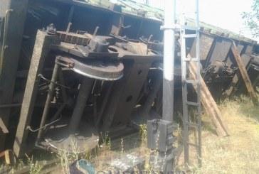 Un tren de marfă deraiat a dat peste cap circulația trenurilor