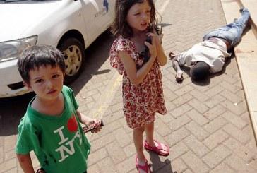 INCREDIBIL Un băiat de 4 ani şi-a SALVAT familia de un terorist