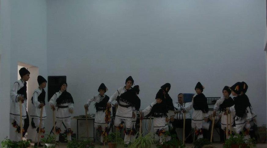 fiii satului-dansuri populare-spectacol folcloric
