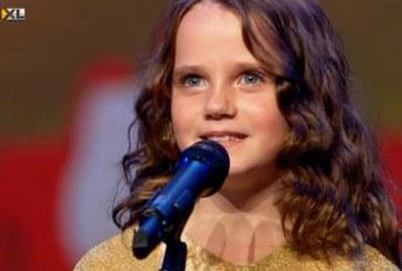 O fetiță cu voce angelică i-a lăsat mască pe jurați la un concurs de talente – VIDEO
