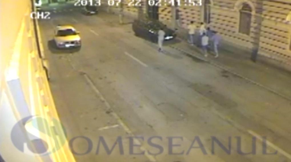 Tineri Dej distrug masini - camere supraveghere