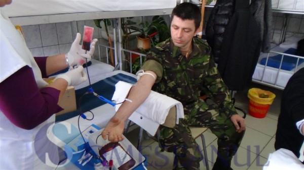 someseanul-militar doneaza sange (1)