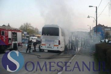 Un autobuz a luat foc în autogara din Gherla