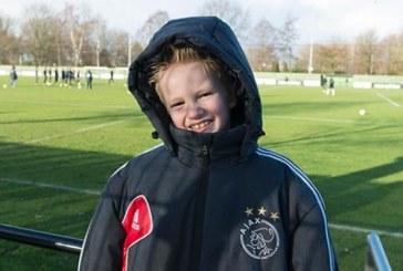 VIDEO | Gest emoţionant făcut de clubul Ajax pentru un copil bolnav