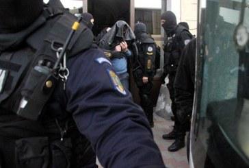 Două mandate de executare a pedepsei cu închisoarea, pentru tentativă de omor și evaziune fiscală puse în aplicare de poliţişti