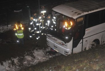 Autocar cu 43 de imigranţi români, implicat într-un accident de circulaţie