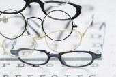 Medicii oftalmologi dejeni se revoltă împotriva caravanelor de optică mobilă