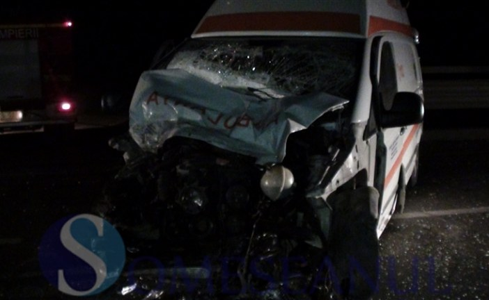 Ambulanță implicată într-un accident la Jucu