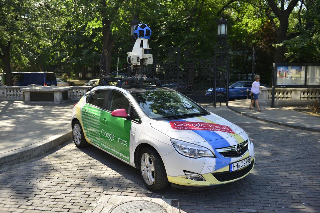 how to send google maps to car
