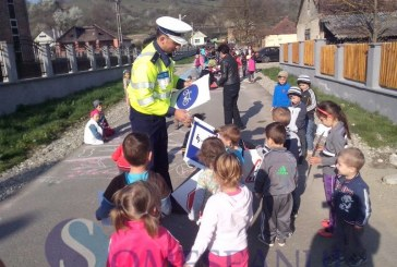 """Activități preventiv-educative ale polițiștilor bistrițeni în săptămâna """"Școala Altfel"""" – FOTO"""