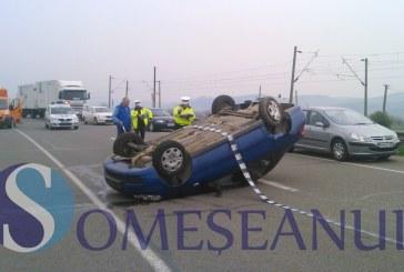 Un șofer băut și fără permis s-a răsturnat cu mașina pe raza localității Someșul Rece