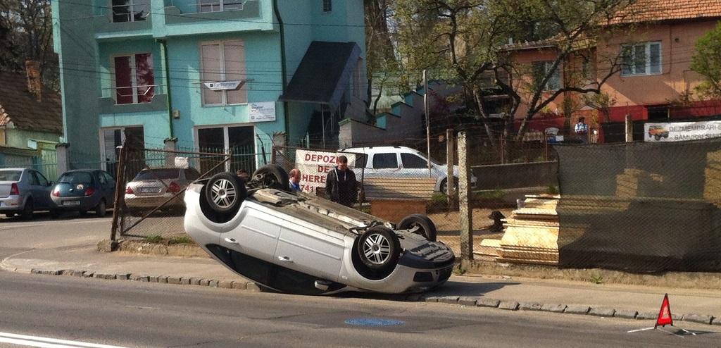 autoturism rasturnat accident cluj