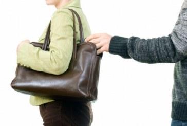 Bărbat din Mureș cercetat de polițiști, după ce a furat un portofel din poșeta unei femei