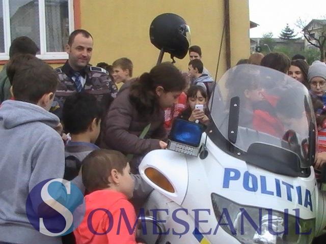 politia scoala altfel bn