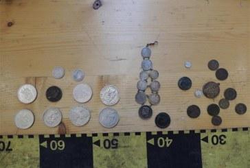 Monede medievale depistate de polițiștii clujeni la un târg de numismatică