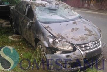 Un tânăr din Gherla s-a răsturnat cu mașina după ce a plecat de la banchetul de absolvire – FOTO