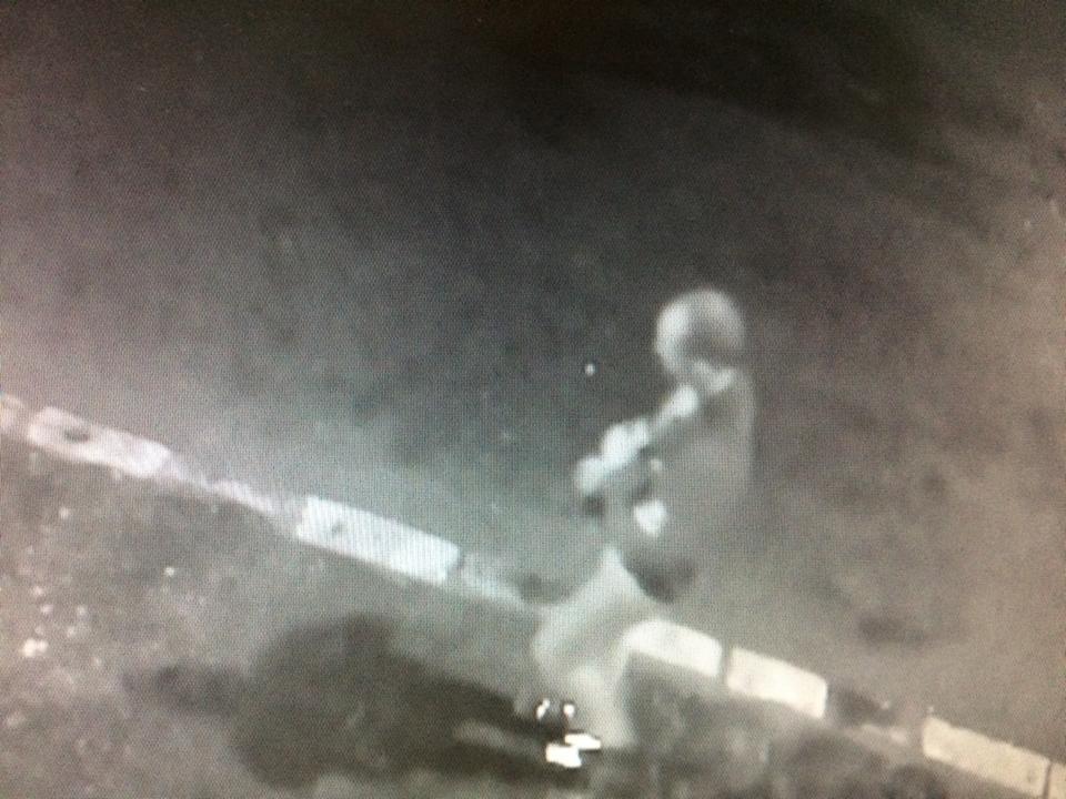 Administratorul unei firme clujene prins pe camera vandalizand masinile unei firme concurente