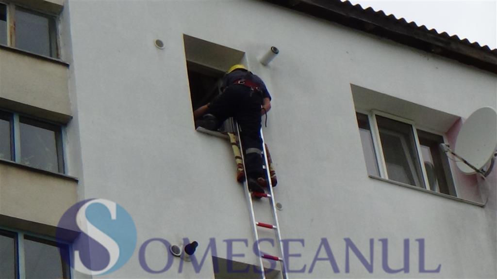 Interventie pompieri fetita blocata in apartament Dej (9)