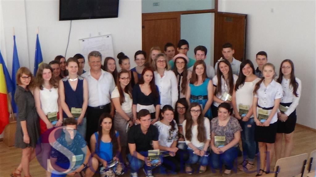 Tinerii antreprenori de la LAPI Dej si-au prezentat azi proiectele micilor lor afaceri (1)