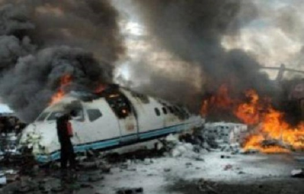 avion doborat in flacari